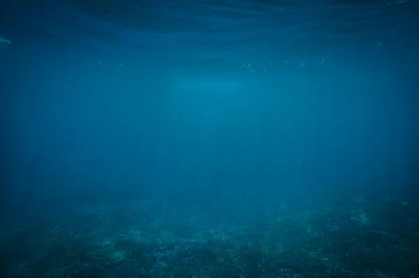 悪天候の海底